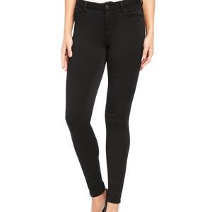 Kenise Black Knock Out Skinny Mid-Rise Jeans NWOT